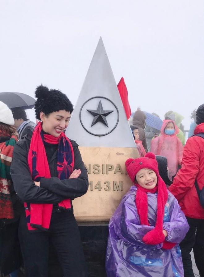 Ngọc Diễm đưa con gái lên đỉnh Fansipan lúc âm 4 độ C-1
