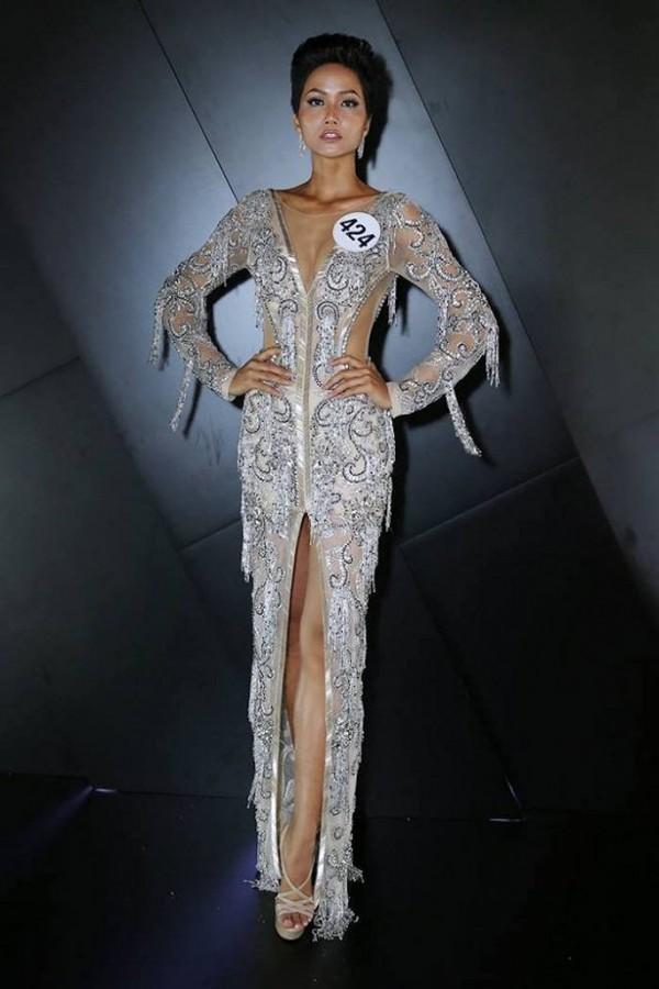 Sau một năm đăng quang Hoa hậu Hoàn vũ, HHen Niê đã mê hoặc khán giả như thế nào?-1