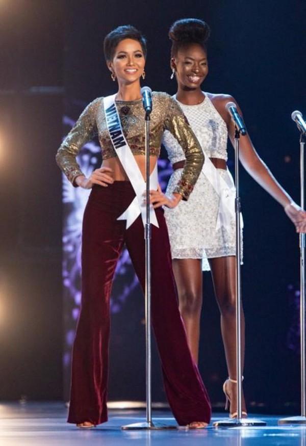 Sau một năm đăng quang Hoa hậu Hoàn vũ, HHen Niê đã mê hoặc khán giả như thế nào?-4