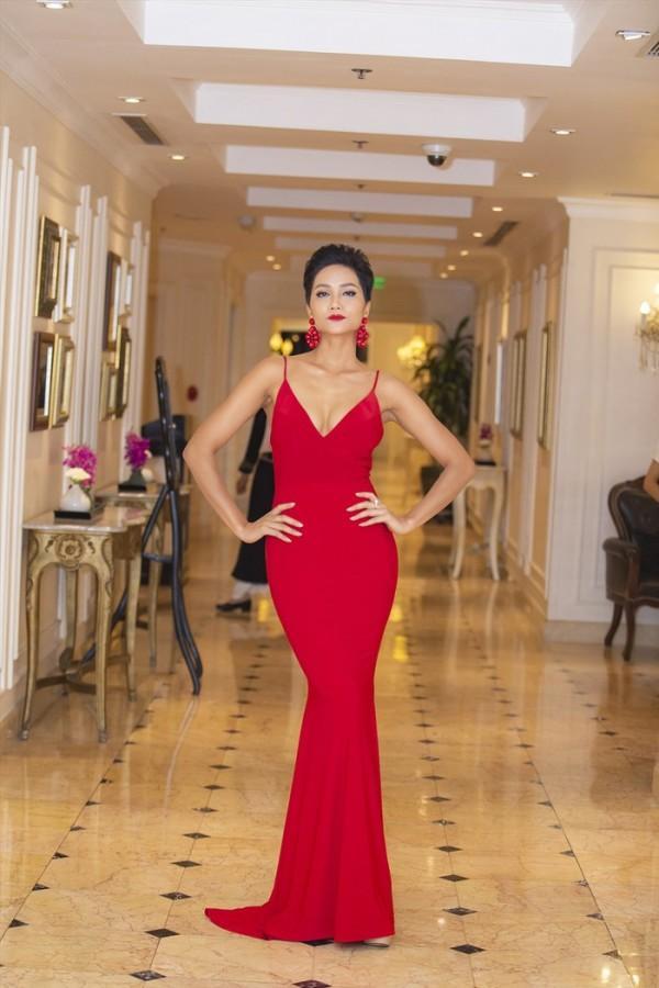 Sau một năm đăng quang Hoa hậu Hoàn vũ, HHen Niê đã mê hoặc khán giả như thế nào?-8