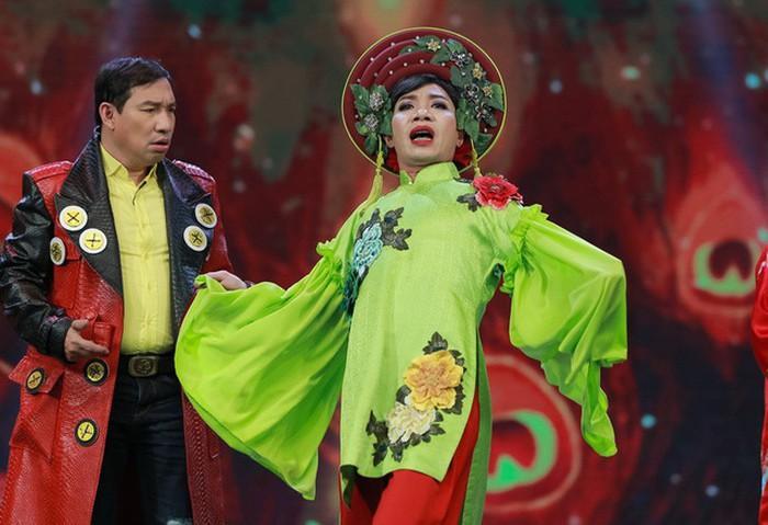 Phản ứng của đạo diễn Đỗ Thanh Hải khi MC Tùng Leo chỉ trích Táo quân-2