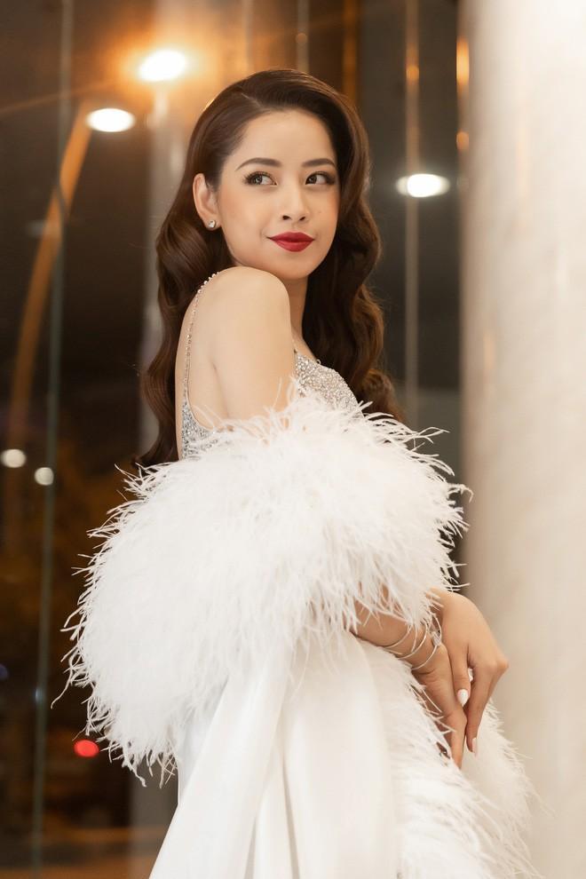 Sau thảm họa cosplay Hồng Hài Nhi, nhan sắc Chi Pu nay đẹp ngang ngửa khi bị đẩy vào giữa dàn hoa hậu đình đám-2