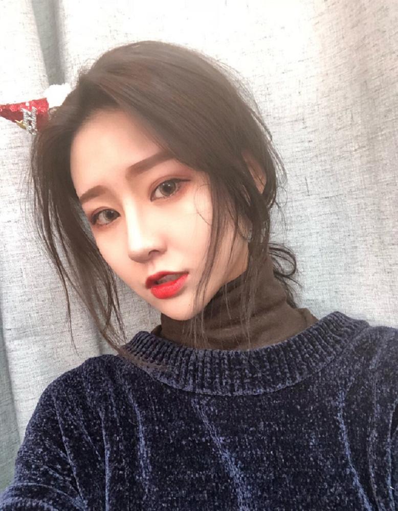 Lỡ tay tắt nhầm filter làm đẹp khi livestream, hotgirl Trung Quốc khiến fans vỡ mộng toàn tập trước nhan sắc thật-3