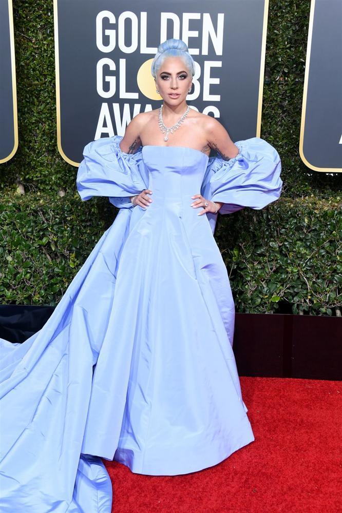 Những bộ váy xuyên thấu và trễ nải gợi cảm nhất trên thảm đỏ Quả Cầu Vàng 2019-2