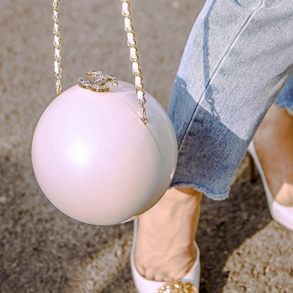 Mê mẩn túi Chanel giá gần 300 triệu đồng: Thủy Tiên diện xuất sắc nhất - Hương Giang lại bị ví như cầm lựu đạn-8