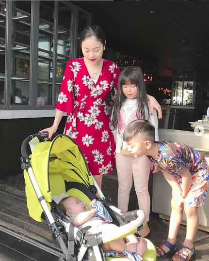 8 năm sinh 4 con, bé nào cũng đẹp vậy mà Hằng Túi từng trầm cảm đến mức tát y tá vì lấy chệch ven tay-5