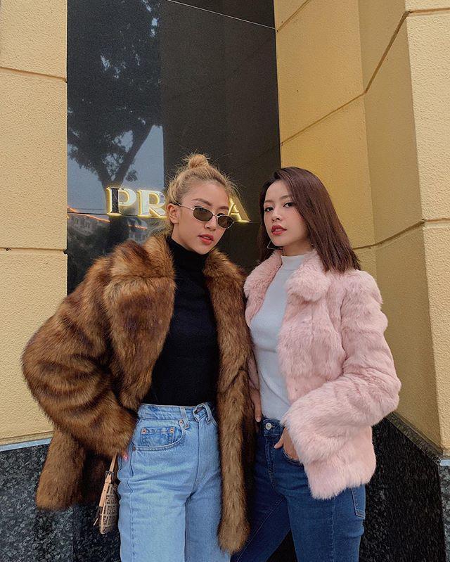 Giữa rừng mỹ nhân lăng-xê mốt áo lông ấm áp, Thiều Bảo Trang hóa quý cô party sexy với đầm ống 60cm-1