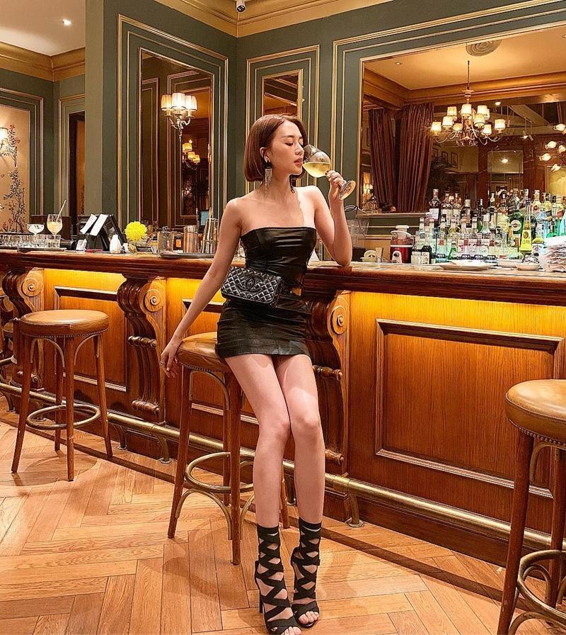 Giữa rừng mỹ nhân lăng-xê mốt áo lông ấm áp, Thiều Bảo Trang hóa quý cô party sexy với đầm ống 60cm-10