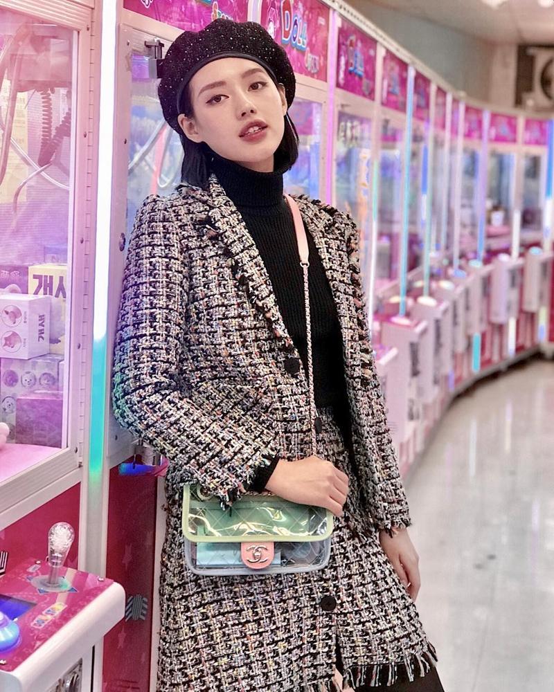 Giữa rừng mỹ nhân lăng-xê mốt áo lông ấm áp, Thiều Bảo Trang hóa quý cô party sexy với đầm ống 60cm-5