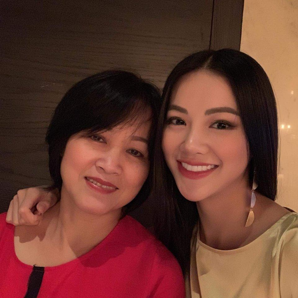 Trùm chân dài kể mất 10 tỷ mua giải Miss Earth cho Phương Khánh, mẹ hoa hậu nhận định: Quá rẻ-3