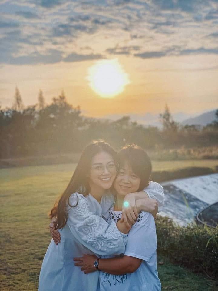 Trùm chân dài kể mất 10 tỷ mua giải Miss Earth cho Phương Khánh, mẹ hoa hậu nhận định: Quá rẻ-4