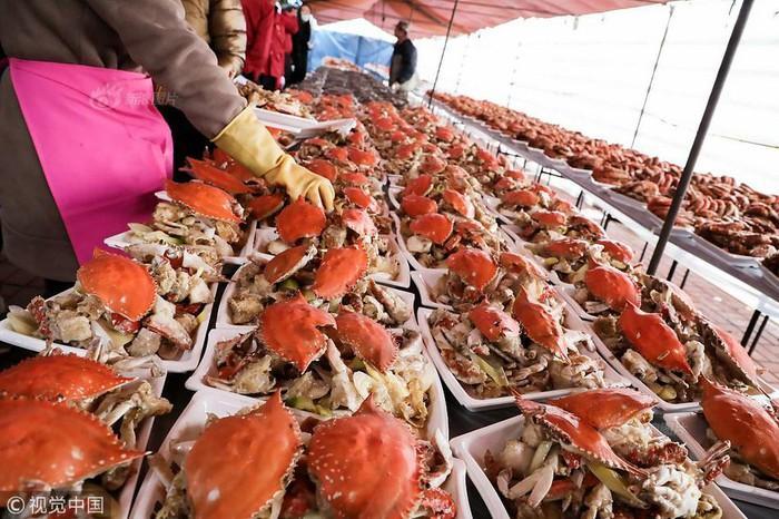 Choáng với tiệc cưới toàn bào ngư, cá hồi phục vụ 1.500 khách ở nông thôn Trung Quốc-5