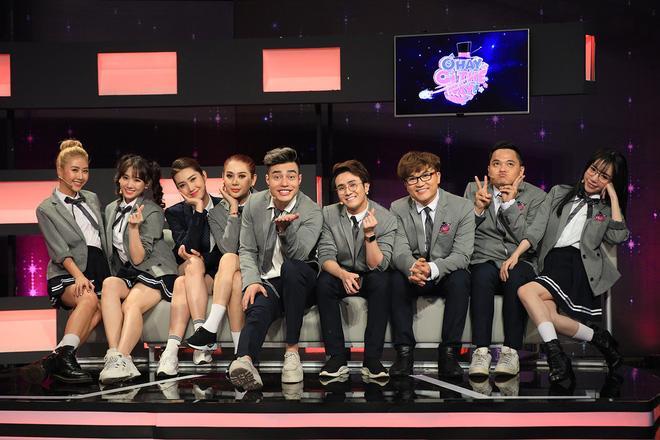 Trường Giang, Hari Won cùng Lâm Khánh Chi ngoạm bốt, Quỳnh Anh Shyn và MC Đại Nghĩa cắn dép lào trên sóng truyền hình-5
