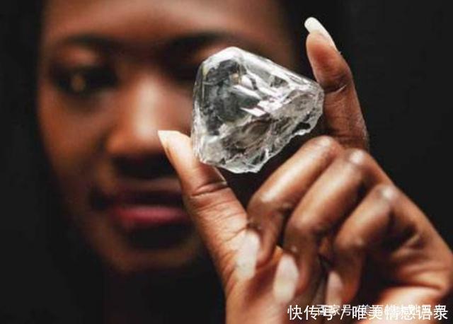 Có một nơi ở châu Phi kim cương bán rẻ bèo nhưng khách du lịch chẳng thèm mua-3