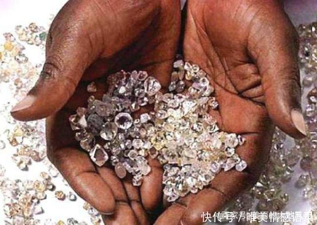 Có một nơi ở châu Phi kim cương bán rẻ bèo nhưng khách du lịch chẳng thèm mua-4