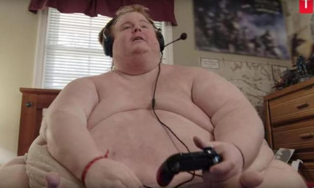Cả ngày chỉ cày game và ăn, chàng trai nặng 317 kg định sẽ ăn đến chết-1