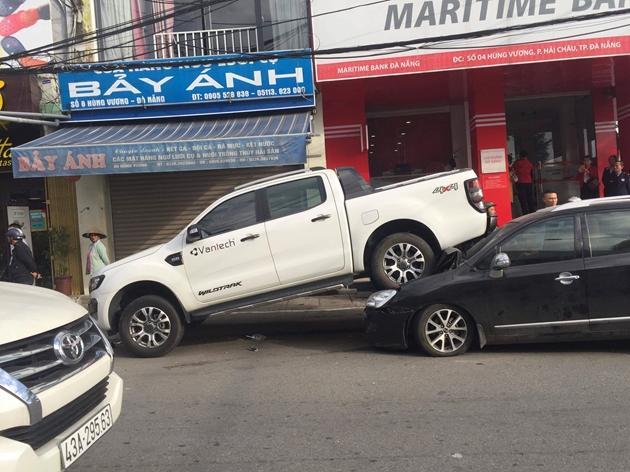 Xe điên hạ gục hàng loạt ô tô và xe máy ở Đà Nẵng-2