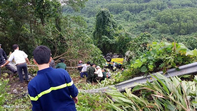 Xe khách rơi trên đèo Hải Vân, 21 sinh viên bị nạn-2