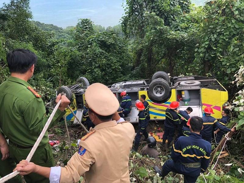 Xe khách rơi trên đèo Hải Vân, 21 sinh viên bị nạn-4