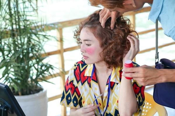 Ngoại hình xấu xí với mái tóc rối bù, Ninh Dương Lan Ngọc bị nhầm là ăn xin-5