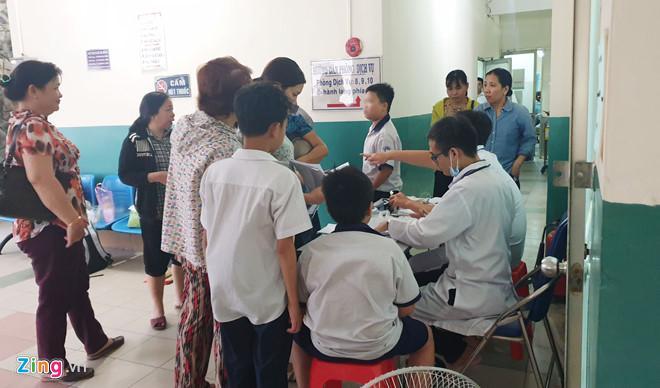 Nhiều học sinh nhập viện cấp cứu sau khi uống trà sữa ở Sài Gòn-1