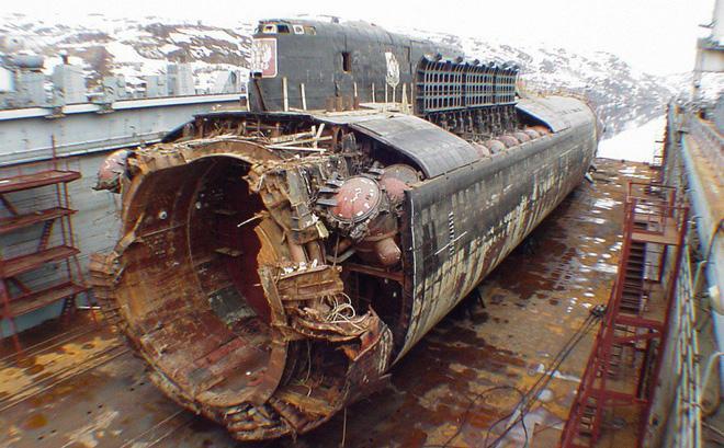 KINH HOÀNG loạt tai nạn thảm khốc xảy ra vào ngày Tam Nương: Từ nổ tàu ngầm hạt nhân, cháy chung cư Carina cho đến xe khách lao đèo Hải Vân-1