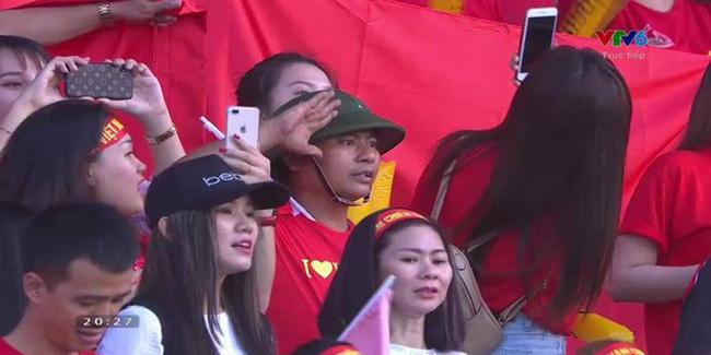 Chẳng phải trai xinh gái đẹp, đây mới là gương mặt chiếm sóng mạng xã hội khi tuyển Việt Nam thua Iraq-1
