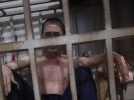 ĐÁNG SỢ: Người đàn ông bị vợ nhốt trong chuồng cọp hơn 3 năm ở Thanh Hóa