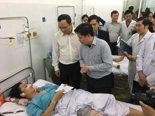 Tìm kiếm, nối lại cánh tay đứt lìa của nữ sinh viên gặp nạn ở đèo Hải Vân-1