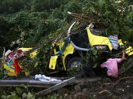 Xe khách lao vực đèo Hải Vân: Tài xế đã cố cho xe tựa sườn núi
