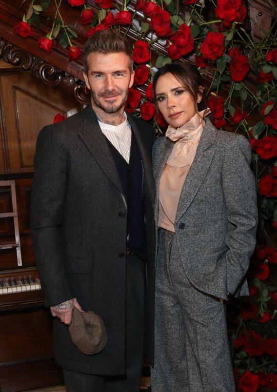 David Beckham gây xôn xao với ảnh trang điểm phấn mắt màu xanh-2