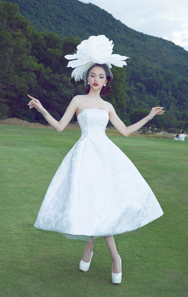 Nhại theo Hương Giang Idol cách pose dáng nữ thần, Hòa Minzy lập tức chiếm spotlight thảm đỏ-6