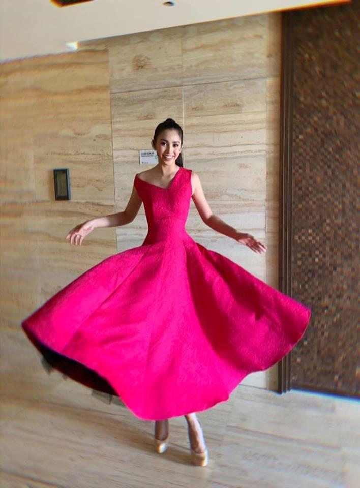Nhại theo Hương Giang Idol cách pose dáng nữ thần, Hòa Minzy lập tức chiếm spotlight thảm đỏ-4