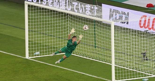 Bị chỉ trích đứng sai vị trí, để thủng lưới lần 3 ở phút 90, thủ môn Đặng Văn Lâm: Chúng tôi đã cố gắng hết sức-1