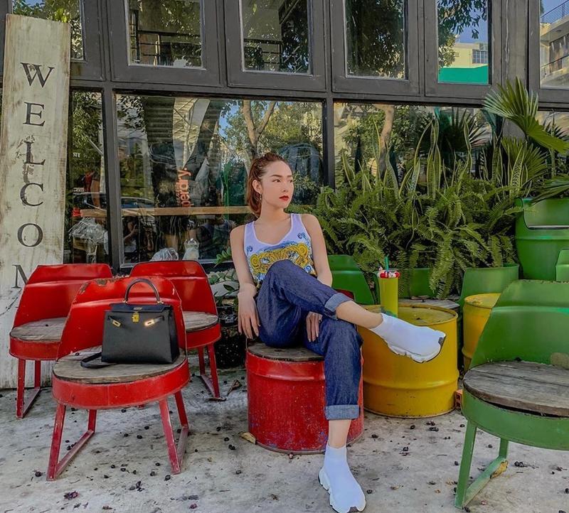 STREET STYLE sao Việt: Diệp Lâm Anh diện jumpsuit xuyên thấu khoe ngực phồn thực đối lập Kỳ Duyên kín đáo, sang xịn mịn-9