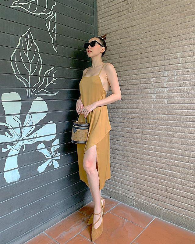 STREET STYLE sao Việt: Diệp Lâm Anh diện jumpsuit xuyên thấu khoe ngực phồn thực đối lập Kỳ Duyên kín đáo, sang xịn mịn-10