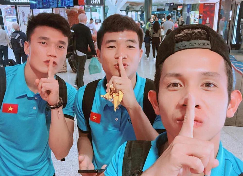 Đá bóng giỏi đã là gì, tuyển Việt Nam còn đu trend nhanh như chớp giúp loạt trào lưu năm 2018 có cơ hội vụt sáng-6
