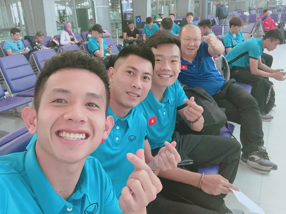 Đá bóng giỏi đã là gì, tuyển Việt Nam còn đu trend nhanh như chớp giúp loạt trào lưu năm 2018 có cơ hội vụt sáng-5