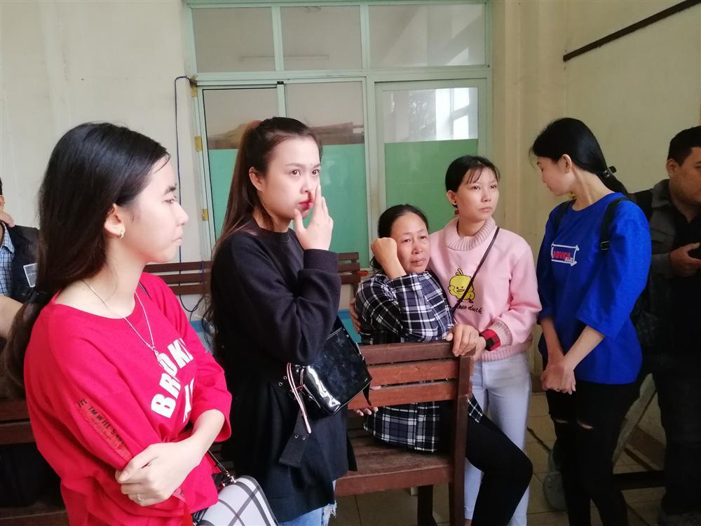 Vụ xe khách rơi khỏi đèo Hải Vân: Đưa nữ sinh xấu số về quê nhà-2