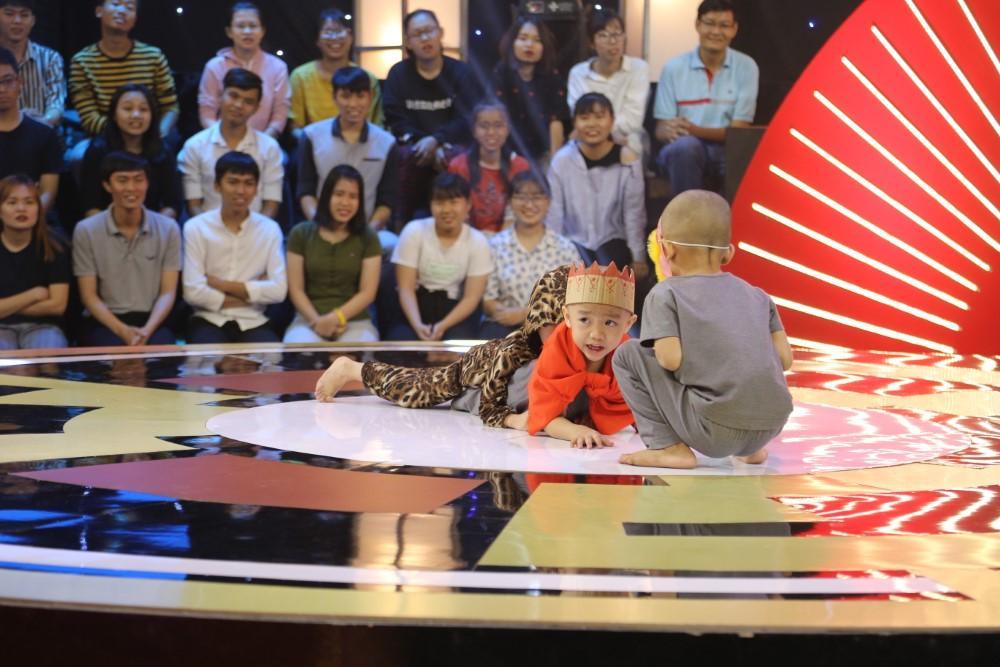 5 chú tiểu nhóm Bồng Lai khiến sân khấu Thách thức danh hài bấn loạn vì quá đáng yêu-2