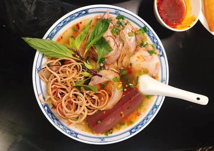 Bữa tối chán cơm thì đổi món với bún bò Huế chuẩn vị thơm nức-2