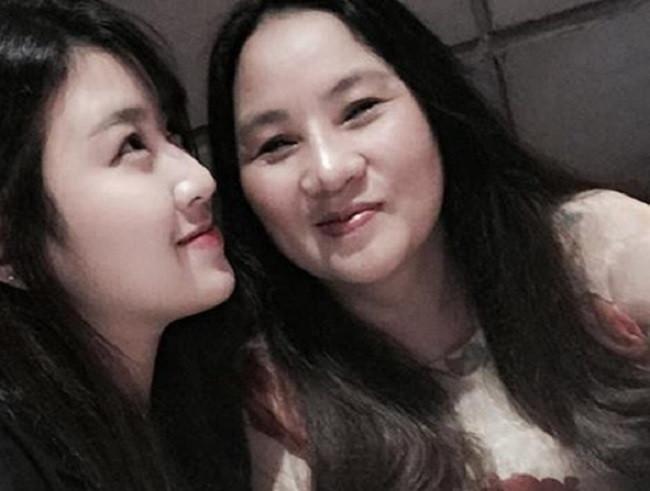 Gần 6 năm sau ngày mất anh trai, em gái của ca sĩ Wanbi Tuấn Anh ngày càng xinh đẹp, đã lên chức mẹ-3