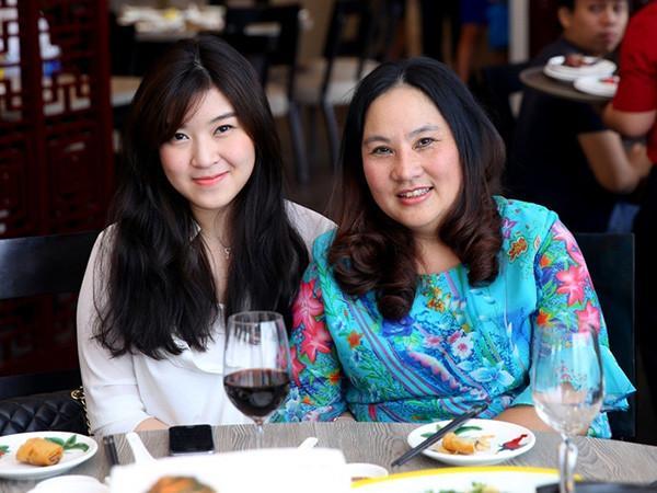 Gần 6 năm sau ngày mất anh trai, em gái của ca sĩ Wanbi Tuấn Anh ngày càng xinh đẹp, đã lên chức mẹ-5
