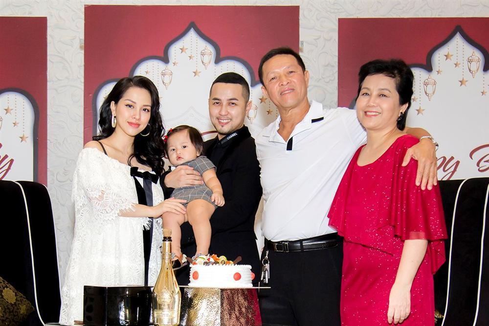 Full clip sinh nhật tròn 1 tuổi chuẩn quý tộc của cháu gái ca sĩ Bảo Thy-6