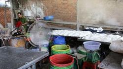 TP. HCM: Phát hiện hơn 2 tấn bún cũ, bún thải trộn hóa chất bán ra thị trường