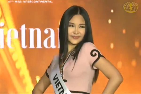 Lê Âu Ngân Anh hô Việt Nam, trổ tài catwalk khi chính thức nhập cuộc Miss Intercontinental 2018-3
