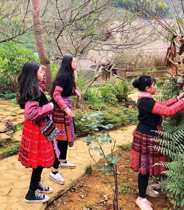 Khoe ảnh cả gia đình du lịch Mộc Châu, 2 con gái Quyền Linh được người xem tấm tắc thần thái như hoa hậu-3