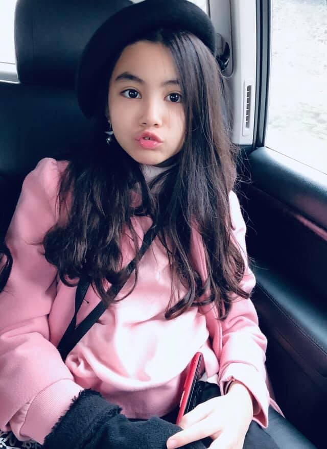 Khoe ảnh cả gia đình du lịch Mộc Châu, 2 con gái Quyền Linh được người xem tấm tắc thần thái như hoa hậu-7