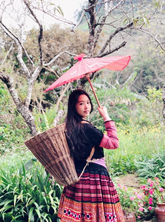 Khoe ảnh cả gia đình du lịch Mộc Châu, 2 con gái Quyền Linh được người xem tấm tắc thần thái như hoa hậu-6