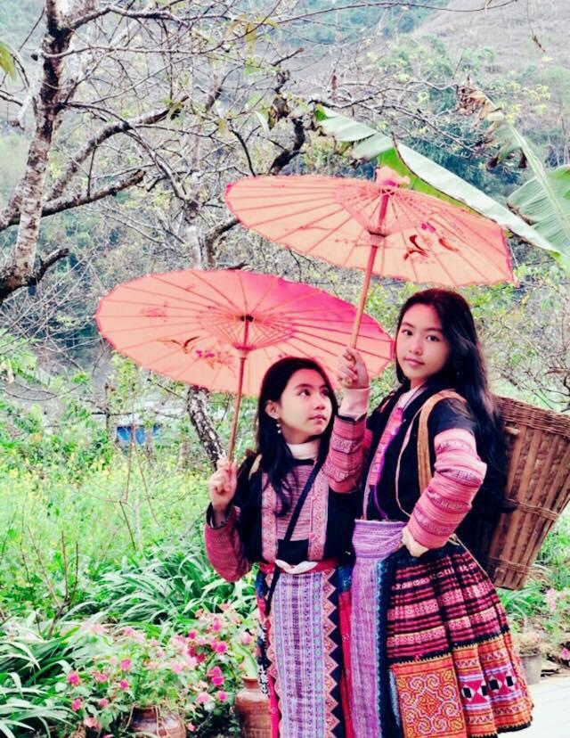 Khoe ảnh cả gia đình du lịch Mộc Châu, 2 con gái Quyền Linh được người xem tấm tắc thần thái như hoa hậu-5